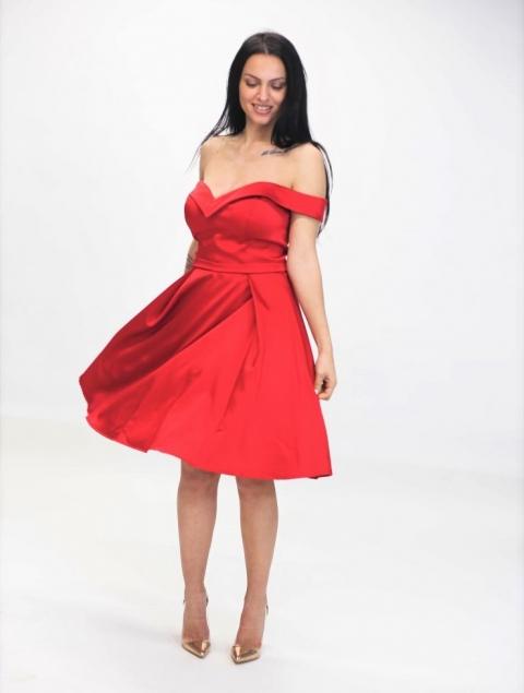 Κόκκινο Σατέν Φόρεμα Με Όμορφο Μπούστο